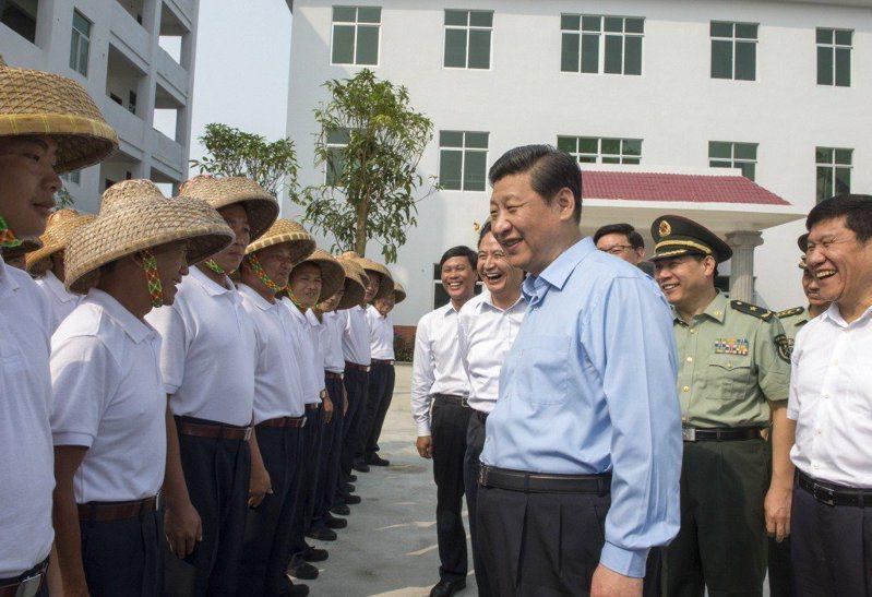 中共領導人習近平就任總書記後,曾於2013年4月造訪海南島海上民兵部隊。 新華社