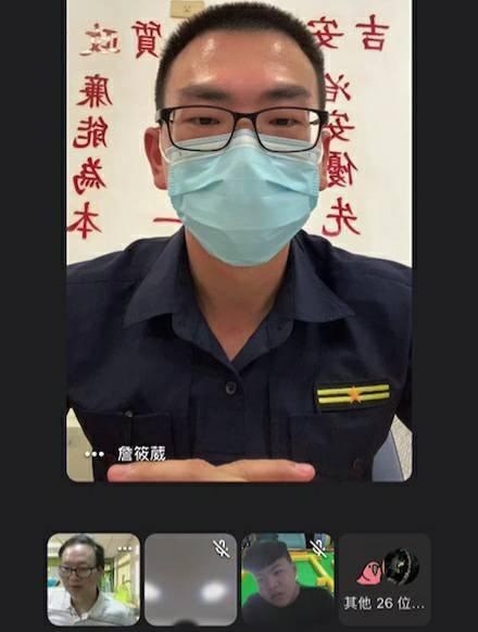 花蓮吉安警分局豐田派出所長鄒青雲利用線上方式,向學生宣導毒品的危害性。圖/吉安警分局提供