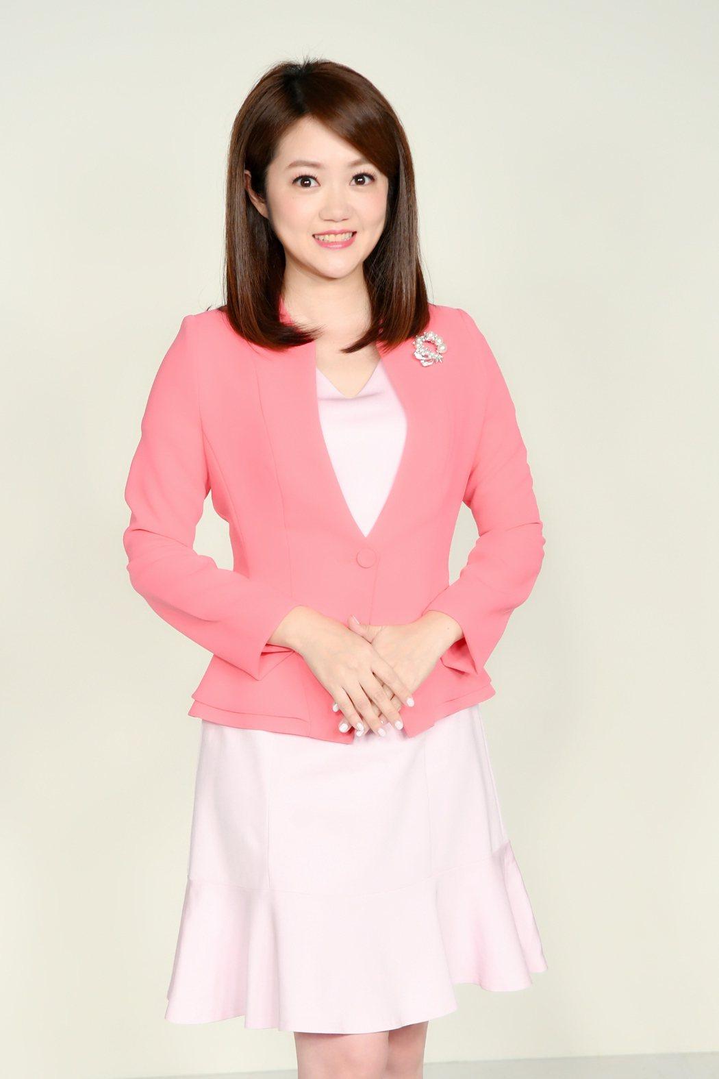 華視主播陳璽鈞是「華視新聞雜誌」主持人。圖/華視提供
