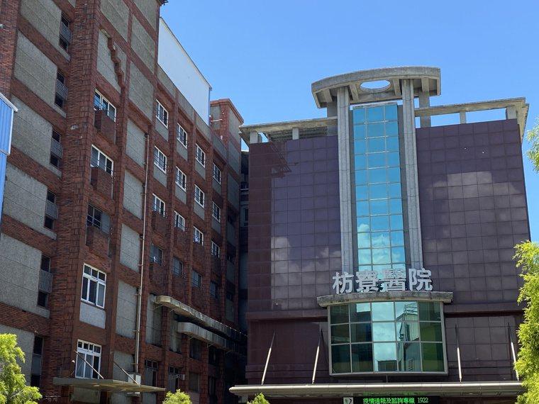 枋寮醫院從6月28日暫停門診至今,枋寮醫院員工、醫護人員共有490人匡列隔離,一...
