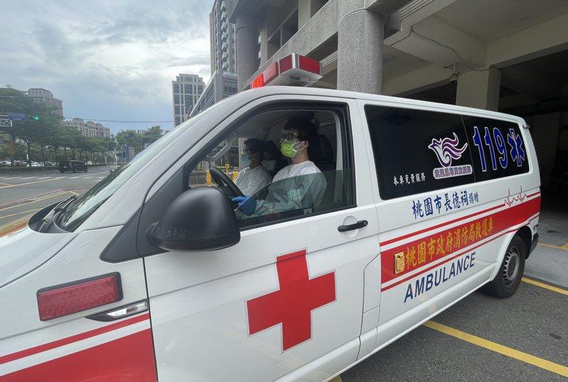 救護人員最擔心患者沒確實告知旅遊史、接觸史。記者楊湛華/攝影