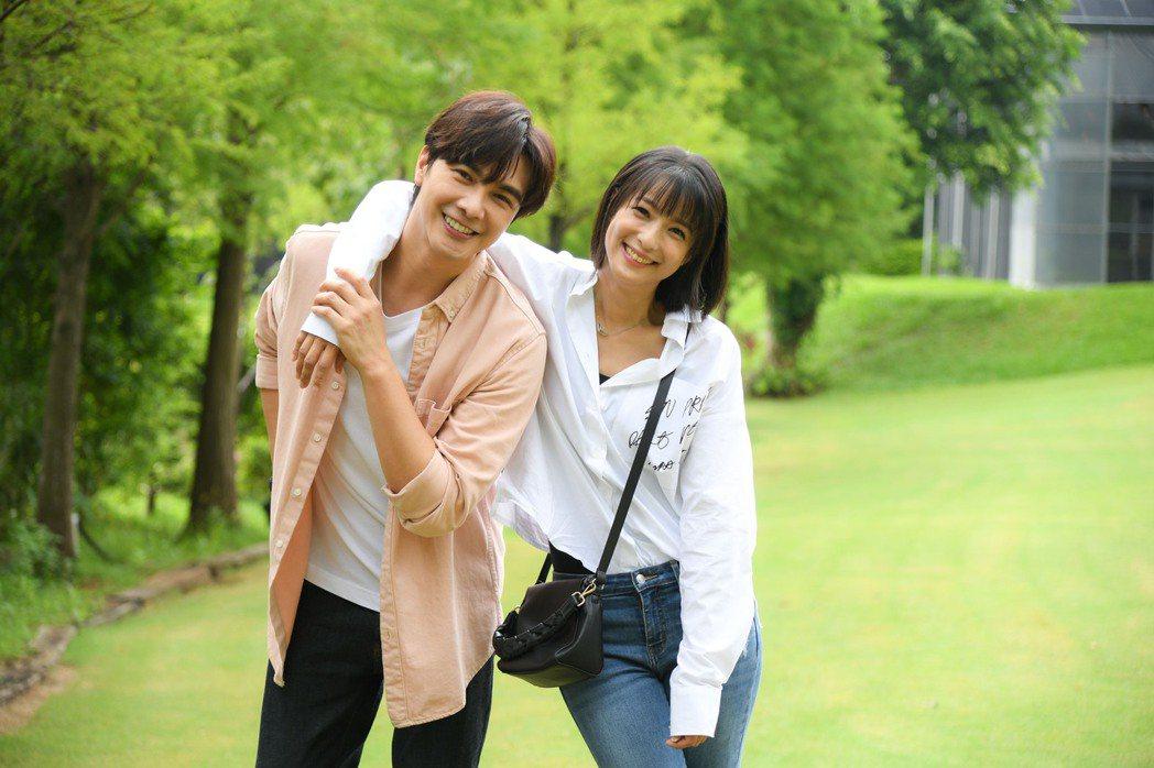 謝佳見(左)、賴雅妍戲裡戲外都是好友。圖/三立提供