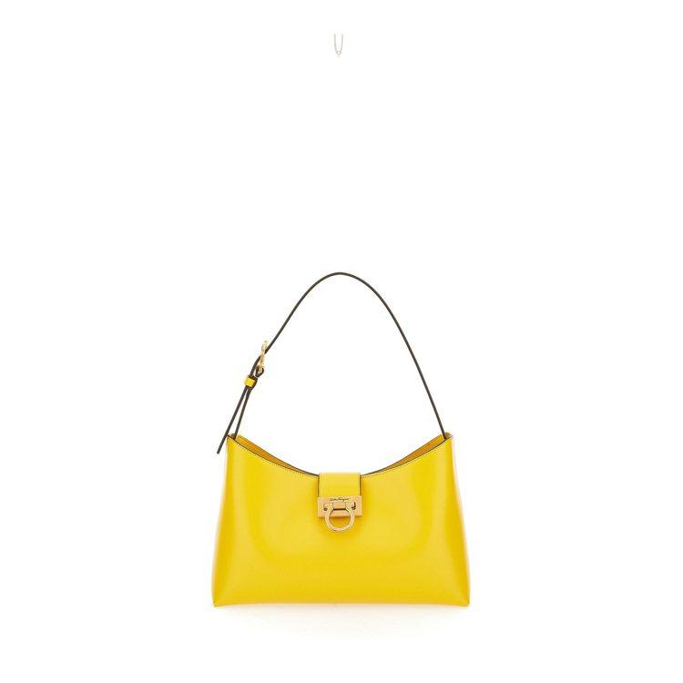 Trifolio黃色小牛皮單肩包,60,900元。圖/Salvatore Fer...