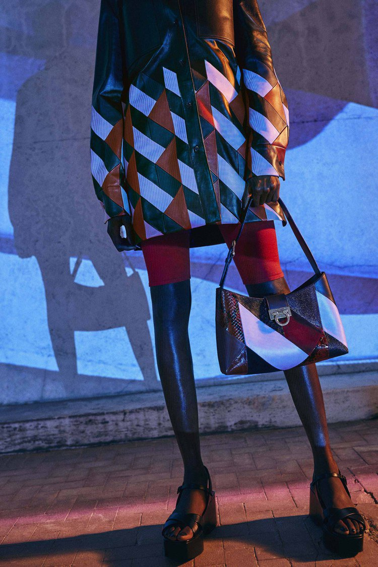 Salvatore Ferragamo早秋系列推出新款Trifolio腋下包。圖...