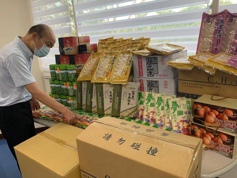 曾任北農總經理的高雄市前市長韓國瑜向北農訂貨。圖/取自韓國瑜臉書