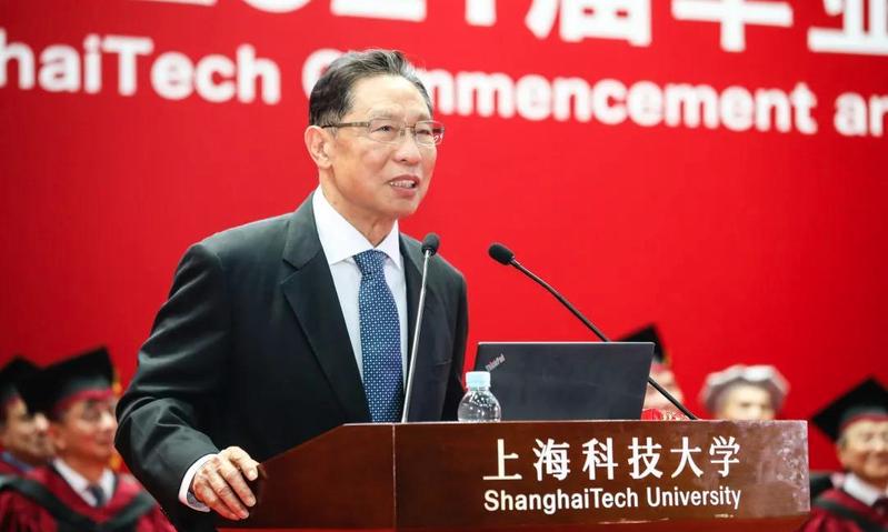 中國工程院院士鍾南山表示,「因為沒有病人了,所以大陸新冠疫苗三期臨床試驗只能在國外做。(人民日報微博照片)