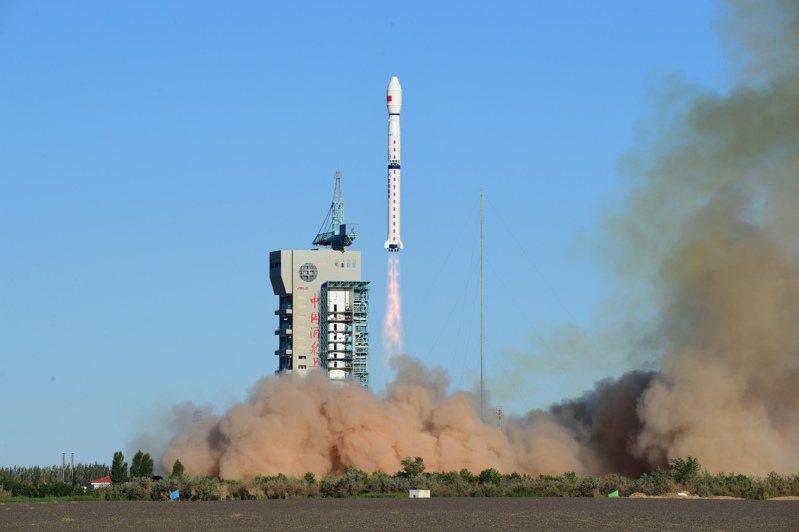 大陸發射風雲三號E星,此為全球首顆民用晨昏軌道氣象衛星。(中新社)