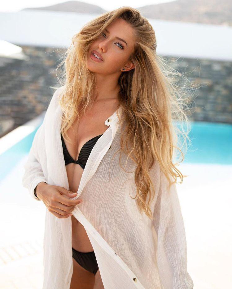 除了運動裝束,Alica Schmidt也樂於在instagram上分享自己穿著...