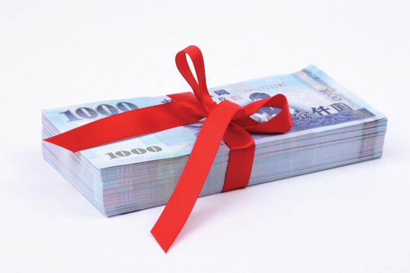 一位女網友自曝結婚隔日夫家竟要討回16萬聘金,被她拒絕後,從此婚姻生活產生裂痕,最終選擇了離婚。示意圖/ingimage授權
