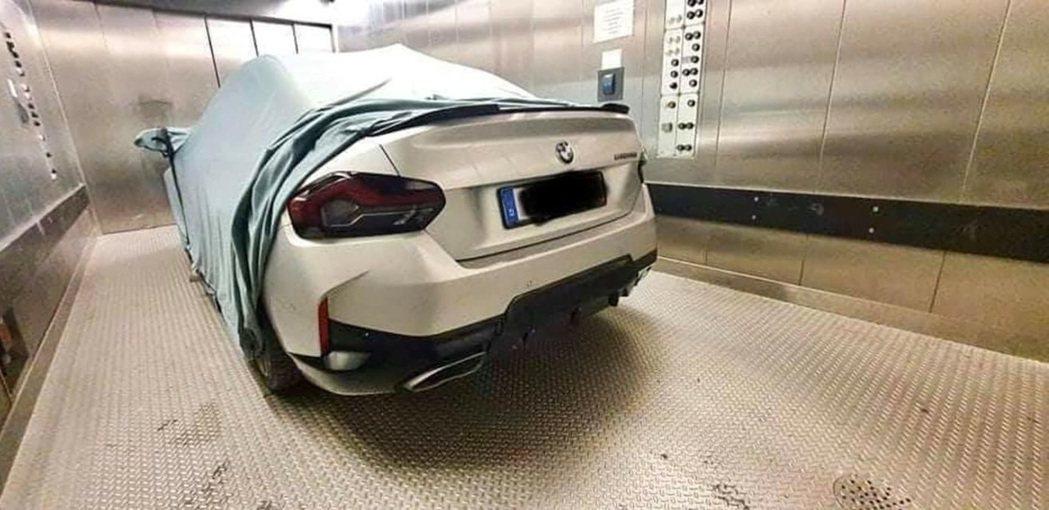 2020年時BMW M240i流出照。 摘自carscoops