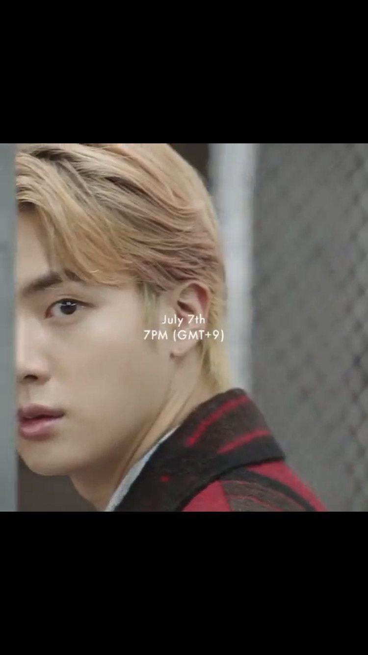 Jin演繹Tartan Check超長大衣15萬9,000元、Oversized...