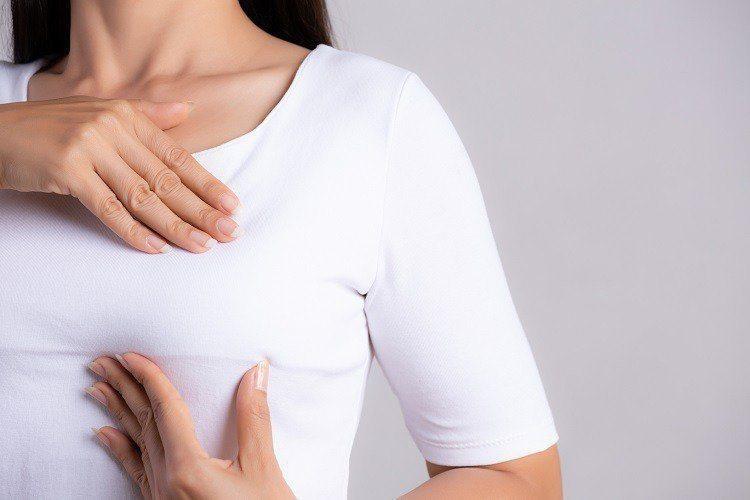對於乳癌,現在講究精準治療,不見得要接受化療。病患若條件適合,可使用口服抗荷爾蒙...