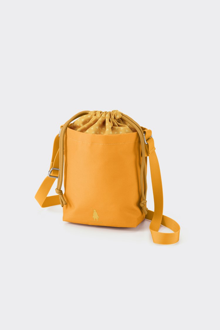 GU鬼滅之刃系列女裝包包790元。圖/GU提供