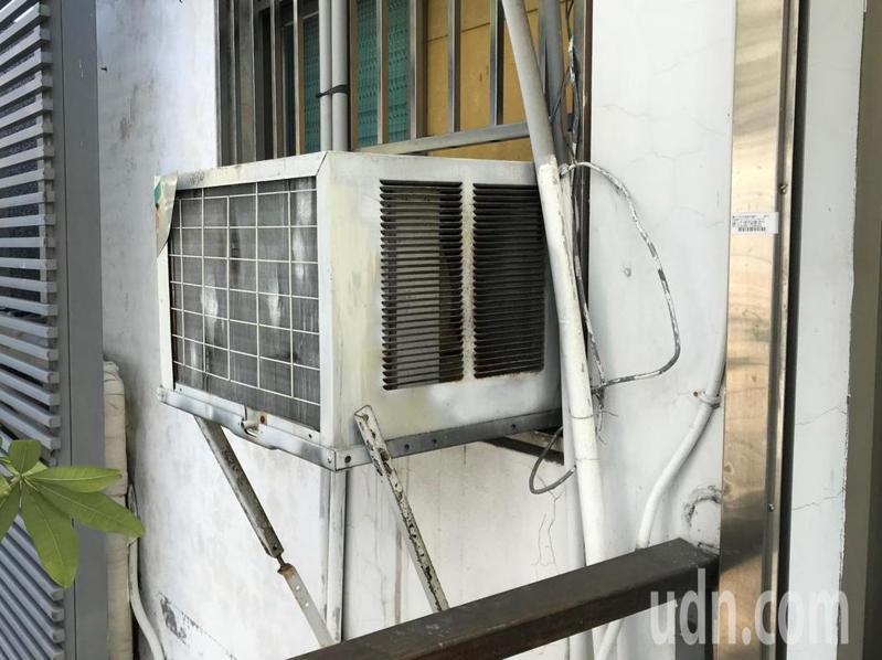 一名網友表示,想換掉家裡用了10幾年故障的窗型冷氣,但卻十分苦惱應該繼續裝窗型還是選擇分離式。 聯合報系資料照片/記者洪敬浤攝影