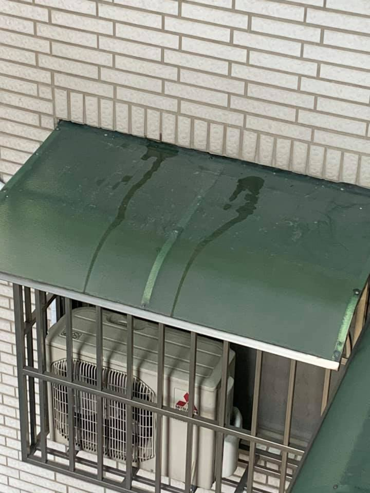 冷氣「滴答」聲令許多住戶不堪其擾。圖擷自爆怨2公社