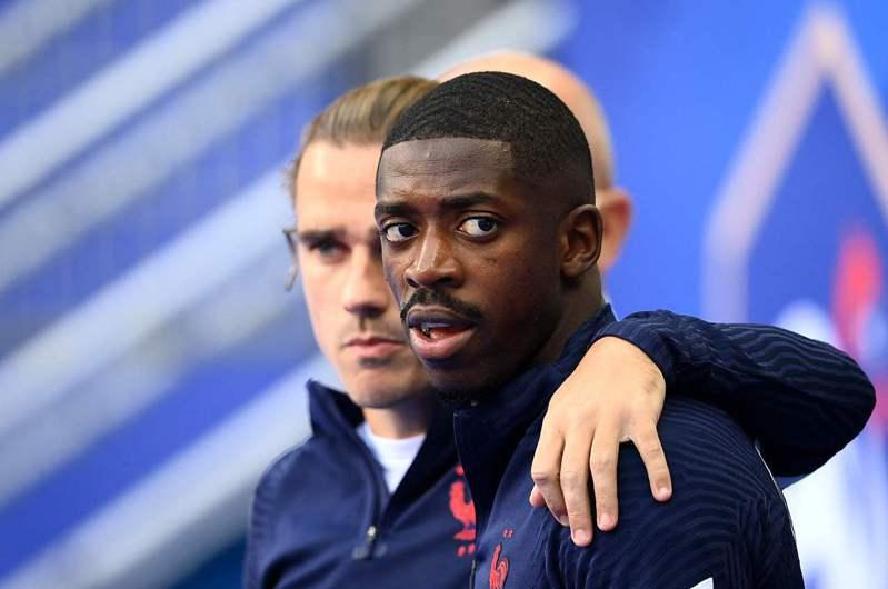法國足球明星登貝萊(右)和格里茲曼。 法新社