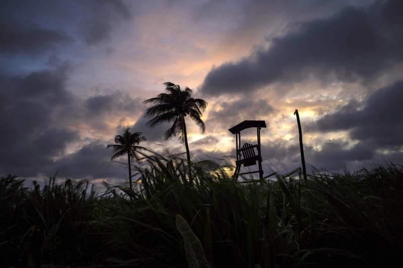 熱帶風暴艾爾莎(Elsa)在古巴至少奪走3條人命、造成10萬人疏散。 美聯社