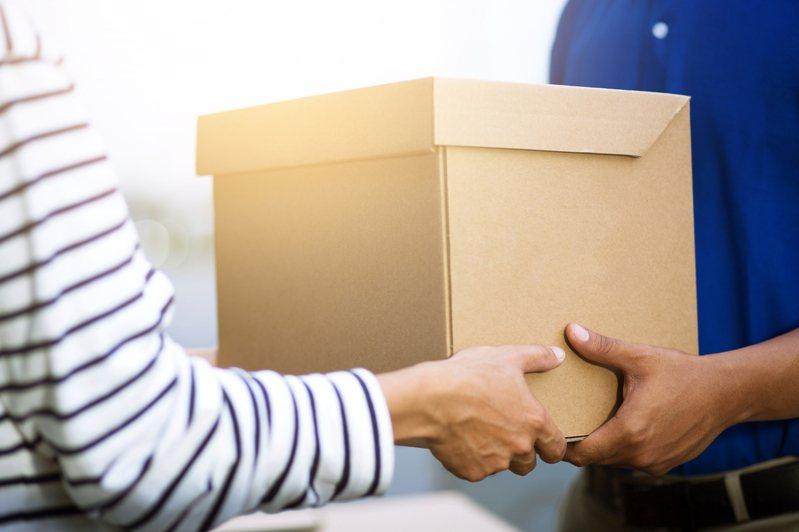 近年來網購人數漸多,許多相關詐騙手法隨之出現,領取包裹時需格外注意。示意圖/ingimage
