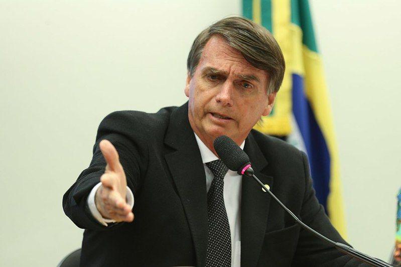 隨著巴西總統波索納洛受到的貪汙指控愈來愈多,也象徵他的政治生涯恐將加速落幕。(Photo by Agência Brasil on Wikimedia under CC 2.0)