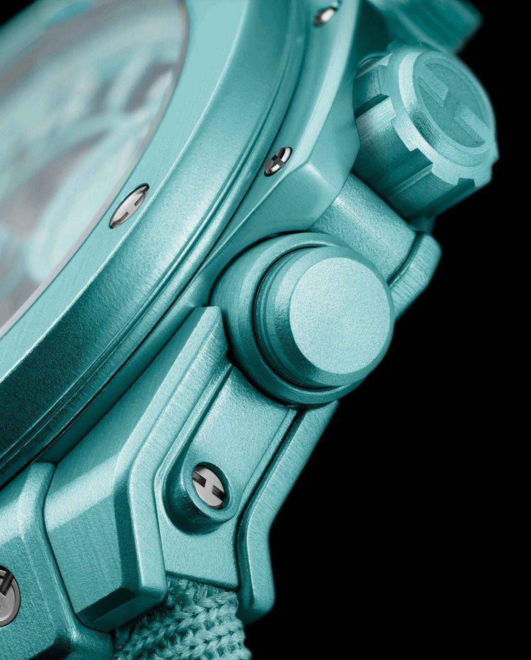 Big Bang Unico Summer盛夏限定腕表,以以輕盈無比的鋁金屬鑄造...
