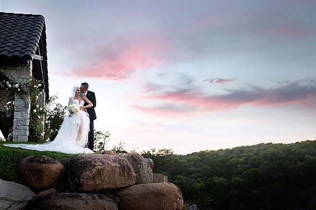 關史蒂芬妮在IG曝光與丈夫布雷克雪爾頓的結婚照,甜喊「夢想成真」。圖/摘自IG