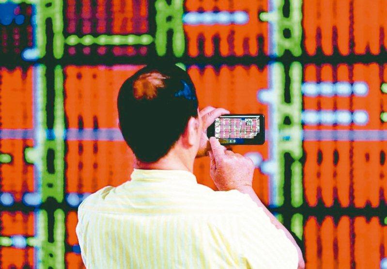 台股指數持續走高並突破1萬8000點的新高,專家表示,第3季台股的波動會非常劇烈。 圖/聯合報系資料照片