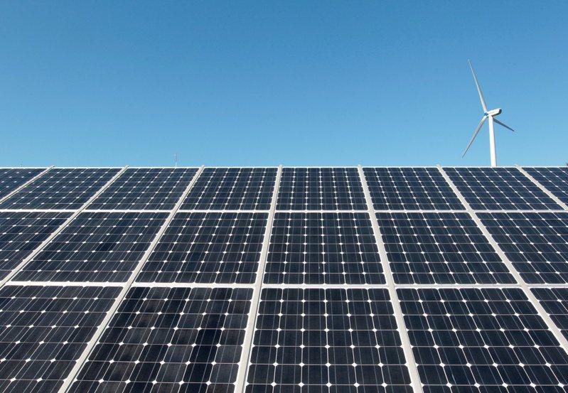 太陽能業者正專注於以新技術提升面板的發電效能。路透