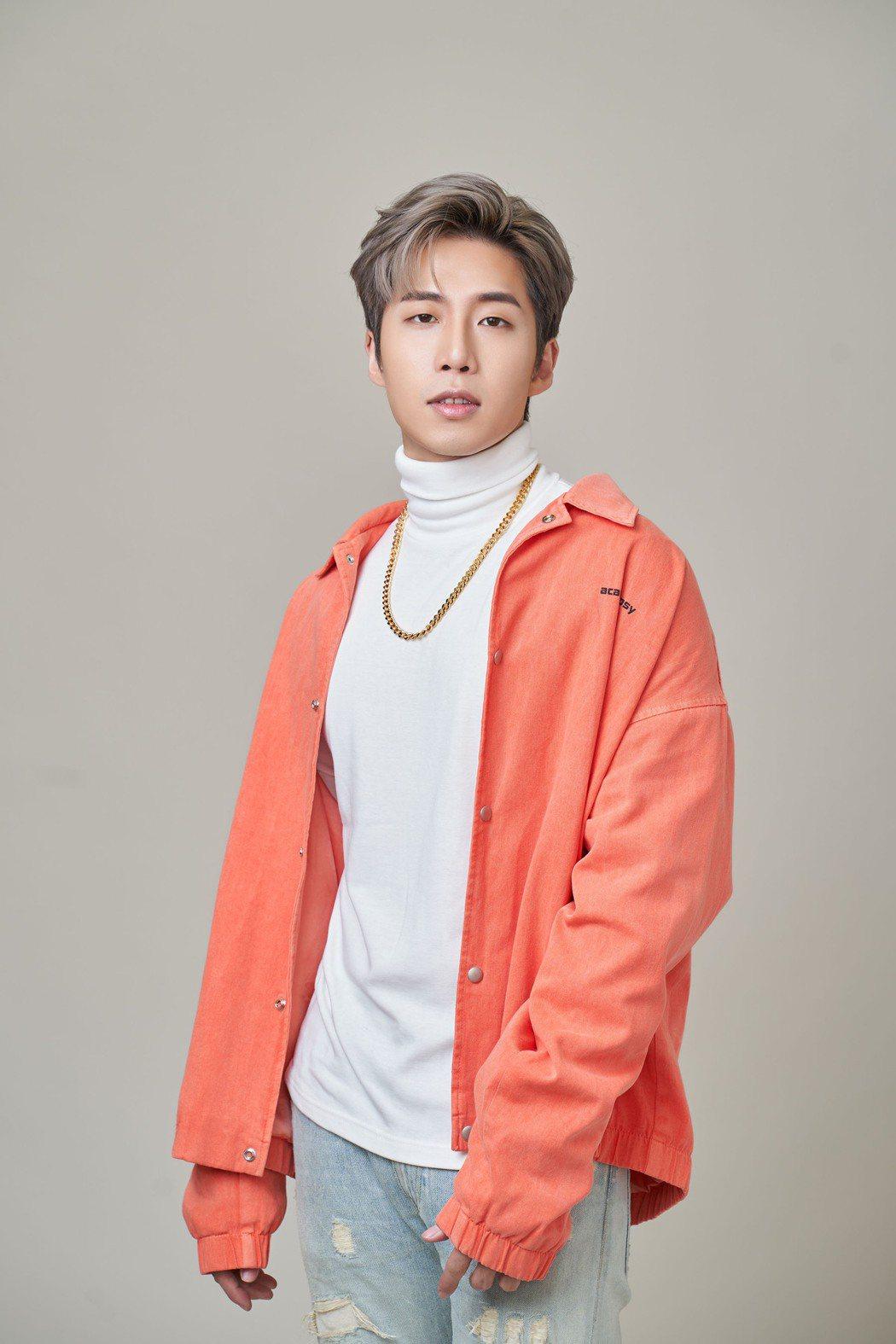 李東軒被欽點創作、演唱BL微電影同名主題曲「怎麼就不愛了」。圖/邦寧傳播提供