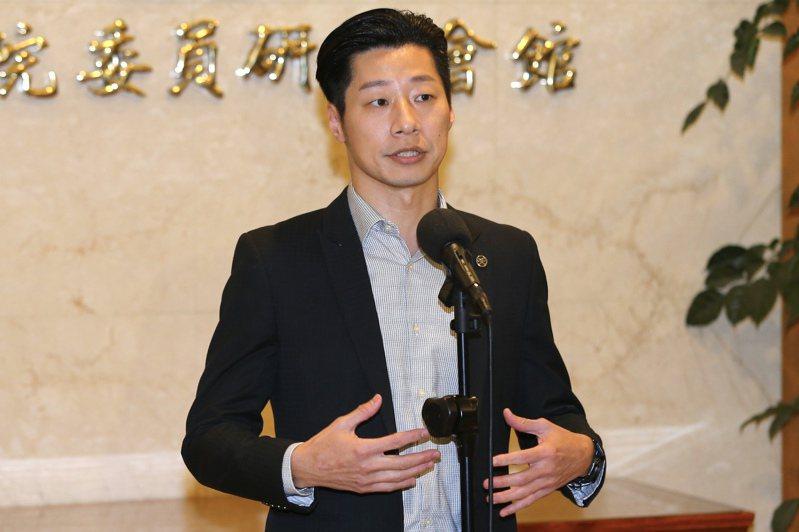 無黨籍立委林昶佐遭嗆後接連傳出早就布局參選台北市長選舉,又被起底起底房產都不在萬華當地,當地也有團體對他發起罷免行動。圖/聯合報系資料照片