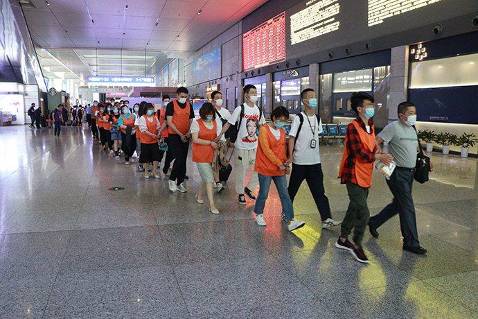 上海警方近日偵破一起詐騙案,逮捕69名「情感挽回大師」。(取自《澎湃新聞》)