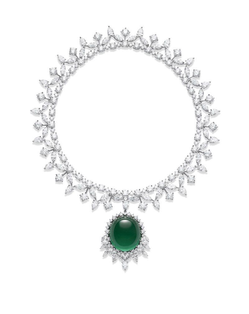 蕭邦Red Carpet紅地毯系列高級珠寶項鍊,符合倫理道德標準的18K白金鑲嵌112.27克拉蛋面切割祖母綠、圓形、梨形、馬眼形切割鑽石共116.81克拉。圖/蕭邦提供