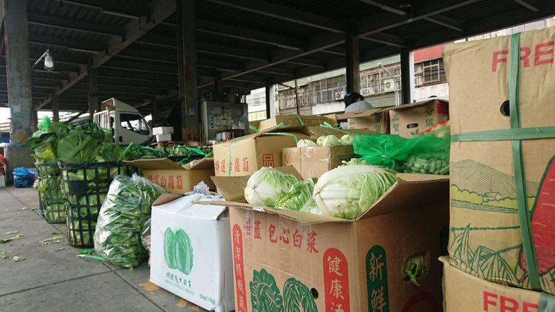 梅雨剛結束一周,復耕蔬菜仍未上市,彰化溪湖果菜市場到貨量少,交易均價回到每公斤30元。記者簡慧珍/攝影