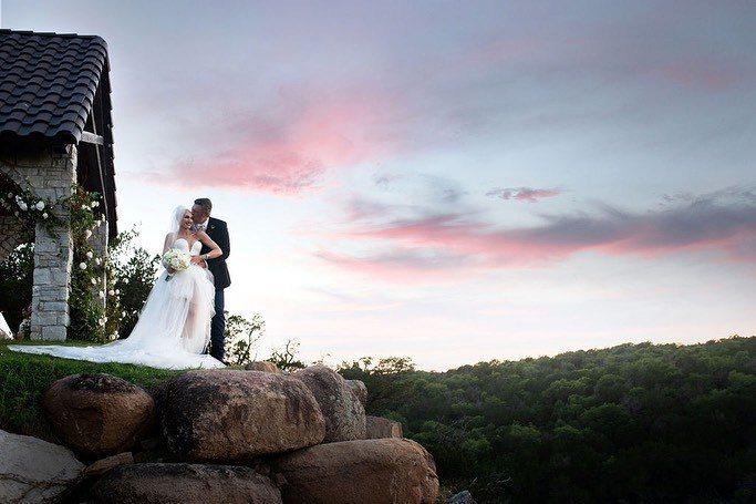 關史蒂芬妮日前和布雷克雪爾頓在奧克拉荷馬州雪爾頓的農莊舉行婚禮。圖/取自IG