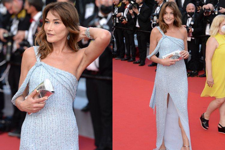 前法國總統妻子、同時也是歌手與超模的卡拉布魯妮在紅毯展現好身材。圖/達志影像