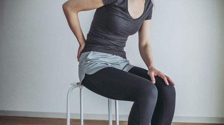 如果你是屬於下背痛會反覆發作的類型,很可能與坐姿以及座椅有關係。圖/Canva