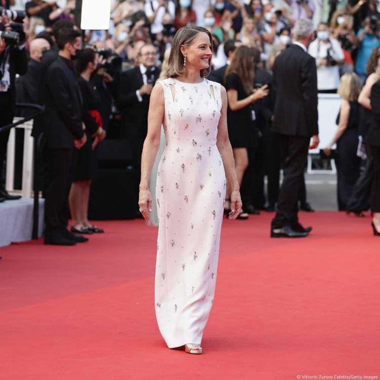 今年獲頒「終身成就獎」的茱蒂佛斯特登上坎城影展紅毯。圖/摘自instagram