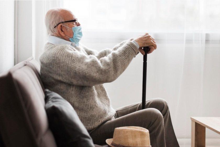 疫情下八成六的長者會明顯情緒低落,八成三的長者難以找到生活意義。 圖/freep...