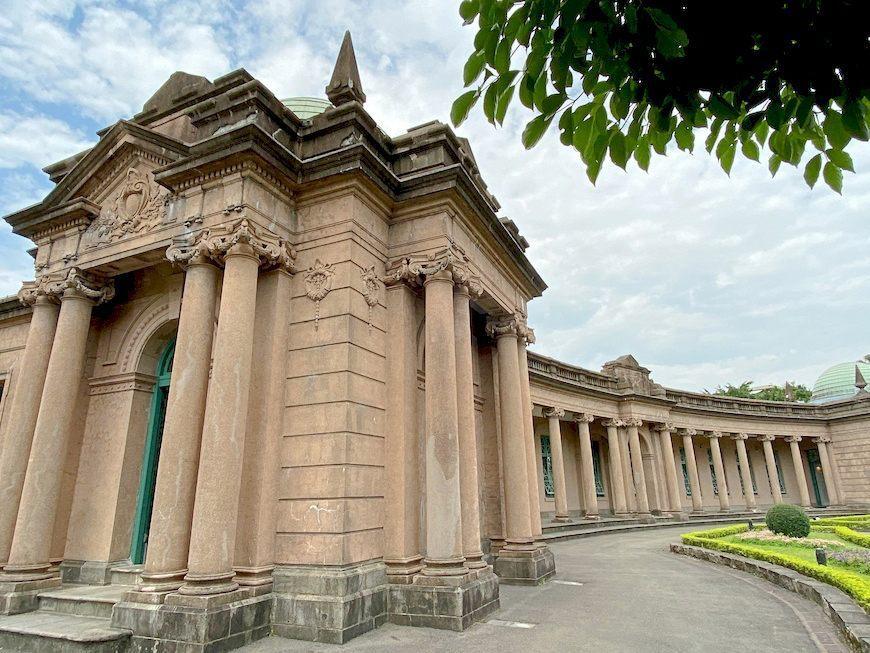 於1908年完工、造型典雅、有巴洛克建築風格的自來水博物館也很值得一看 圖/泰國...