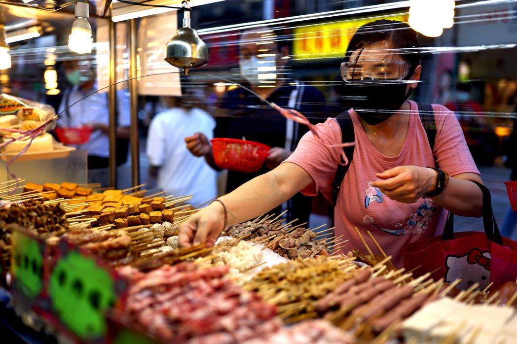 全球後疫情時代,與通貨膨脹並存的景氣復甦狂潮,會持續到什麼時候,會在什麼時候退燒,台灣經濟可否軟著陸,這些我們都沒經歷過。 圖/路透社