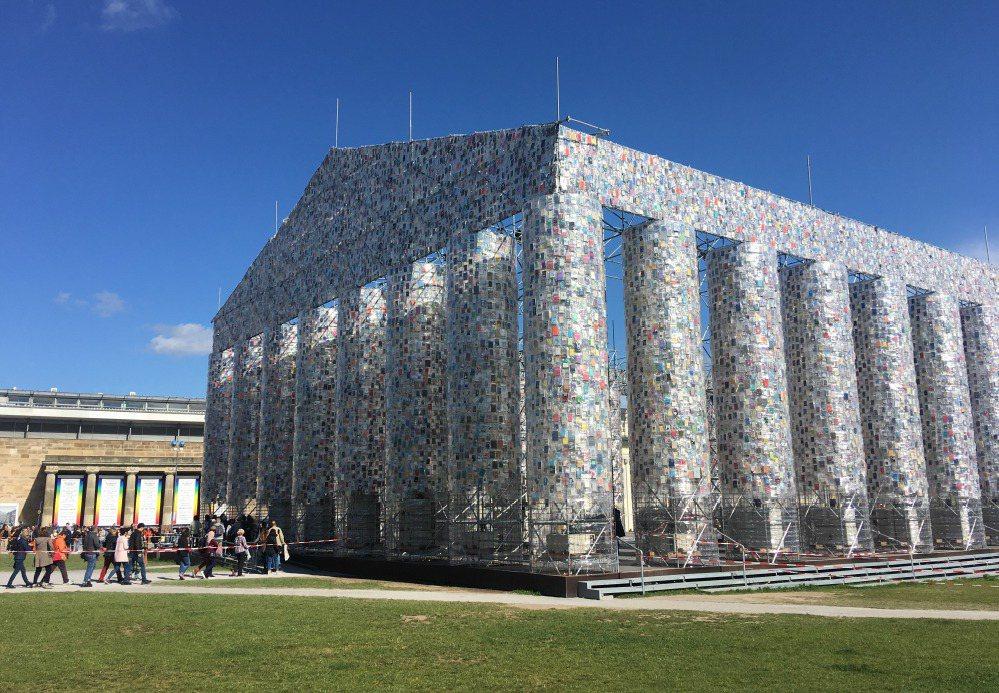 2017年第14屆卡塞爾文件展,《書之帕德嫩神殿》以十萬冊來自世界各地某時期曾為...