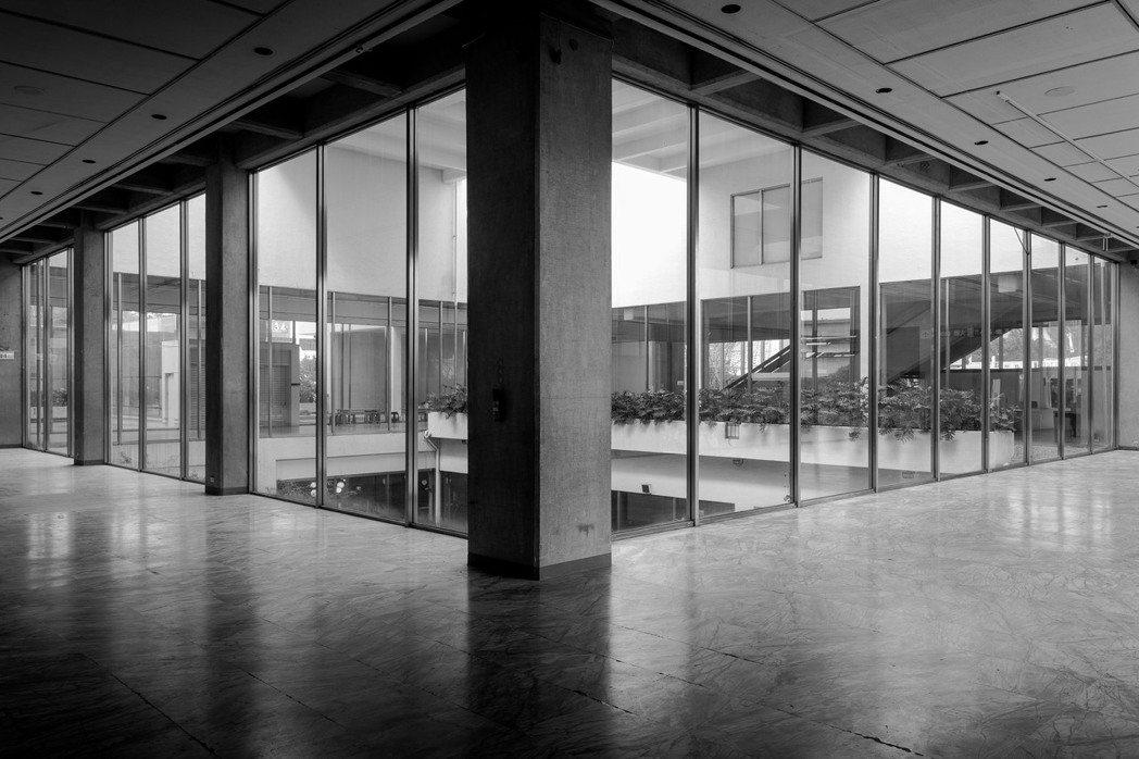 受疫情影響,美術館暫時關閉,偌大展場裡沒有半個人。 圖/臺北市立美術館提供