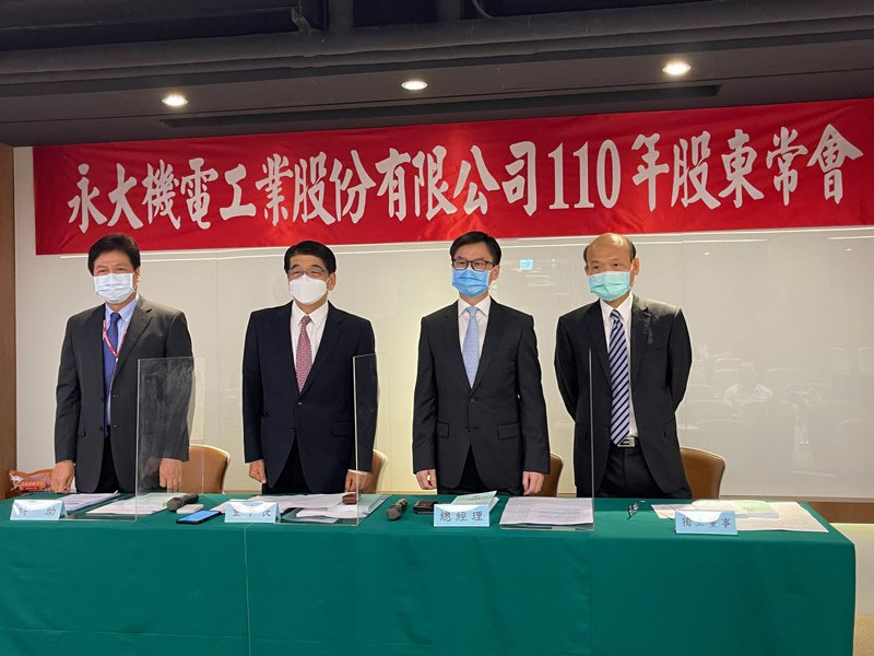 永大董事長長島真(左二),右二為總經理蔡尚育、右一為獨立董事黃福雄。永大提供