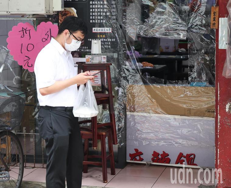 疫情期間,買外帶食物來吃安全嗎? 記者潘俊宏/攝影