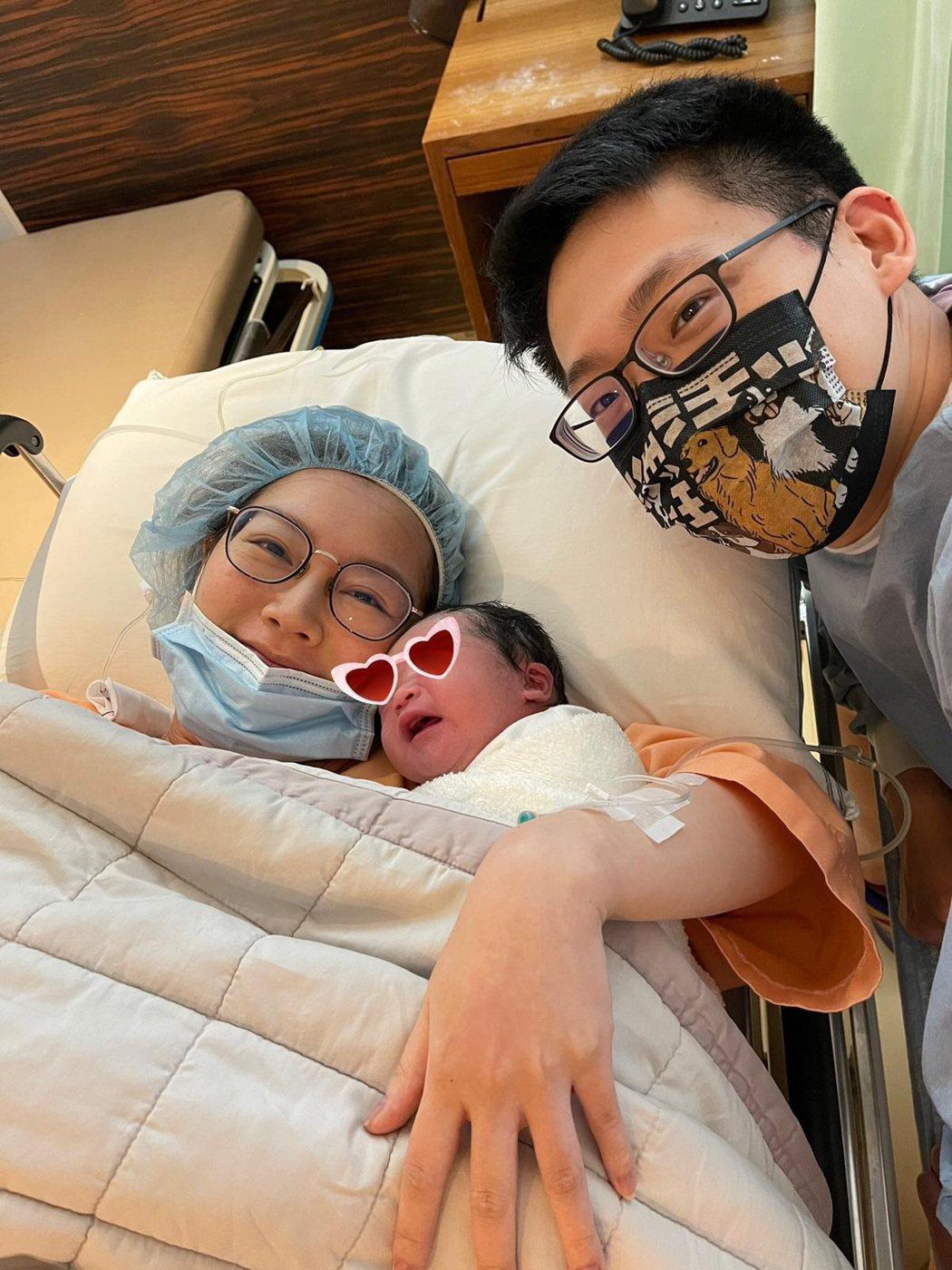 女星陶嫚曼產下第二胎,老公陪伴在旁邊很幸福。圖/陶嫚曼提供