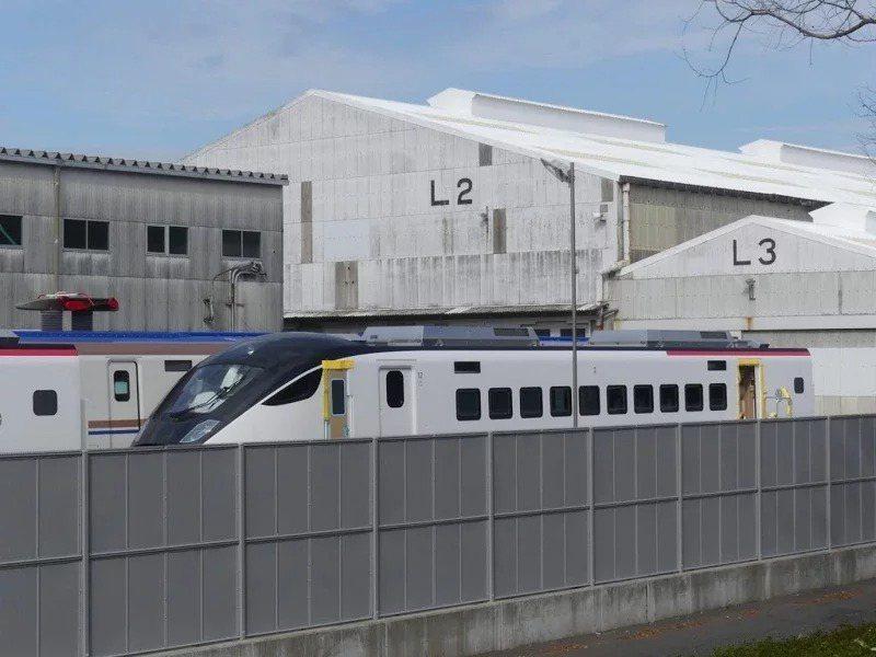 台鐵新購得的EMU3000型城際電聯車,首批兩編,日前新車實體首度曝光。圖/擷取自PTT