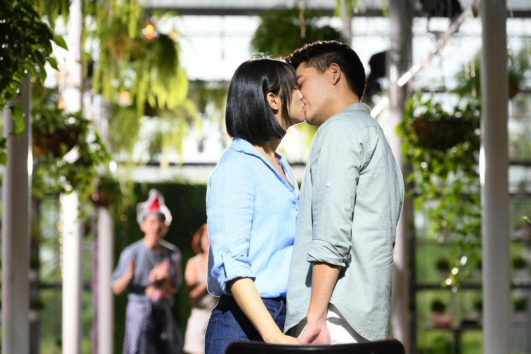 王傳一(右)說和賴雅妍拍吻戲有擔心過觀眾因為疫情不能接受。圖/三立提供