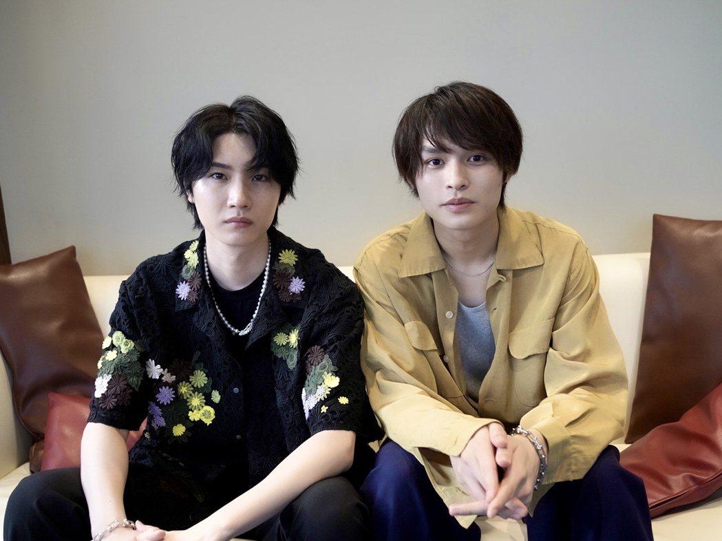 櫻田通(左)和師弟兵頭功海(右)希望疫情過後能來台灣與大家見面。圖/雅慕斯娛樂提