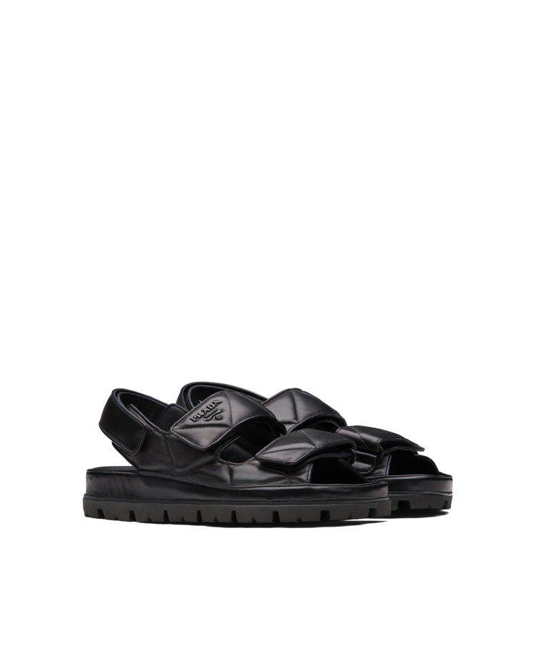 PRADA三角車縫皮革涼鞋,34,500元。圖/PRADA提供