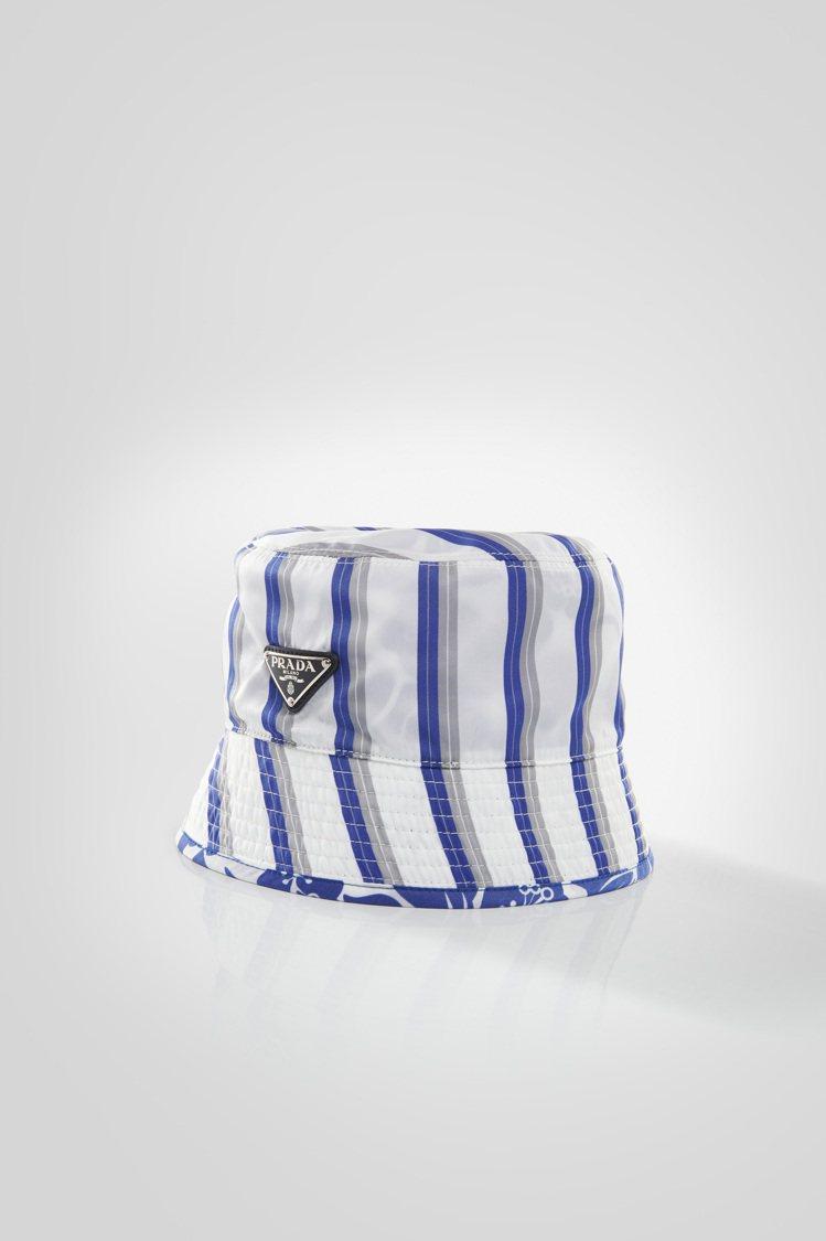 微風廣場獨家雙面印花漁夫帽,18,000元。圖/PRADA提供