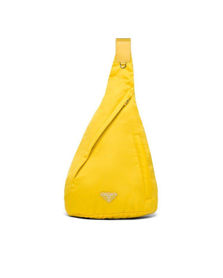 再生尼龍斜背包,44,000元。圖/PRADA提供